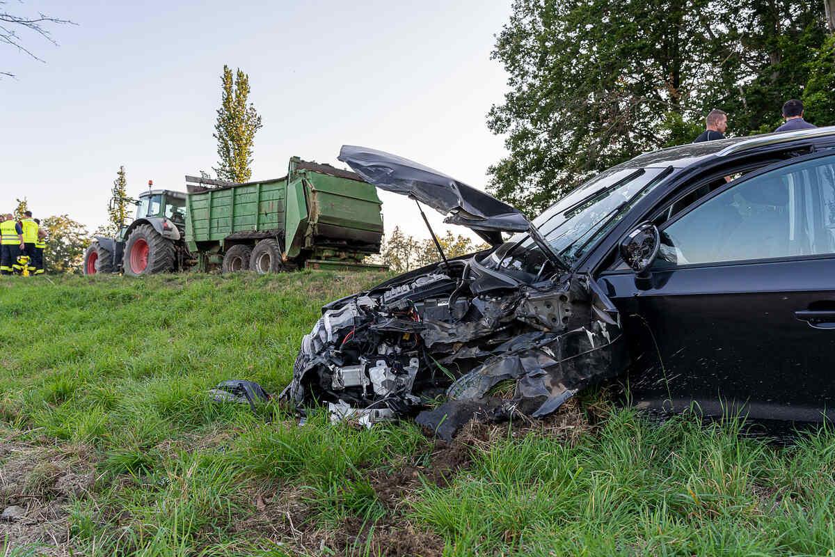 #Vogtland: Audi wird von Traktor erfasst https://t.co/STqogkS5rJ https://t.co/ic51yx7H0K