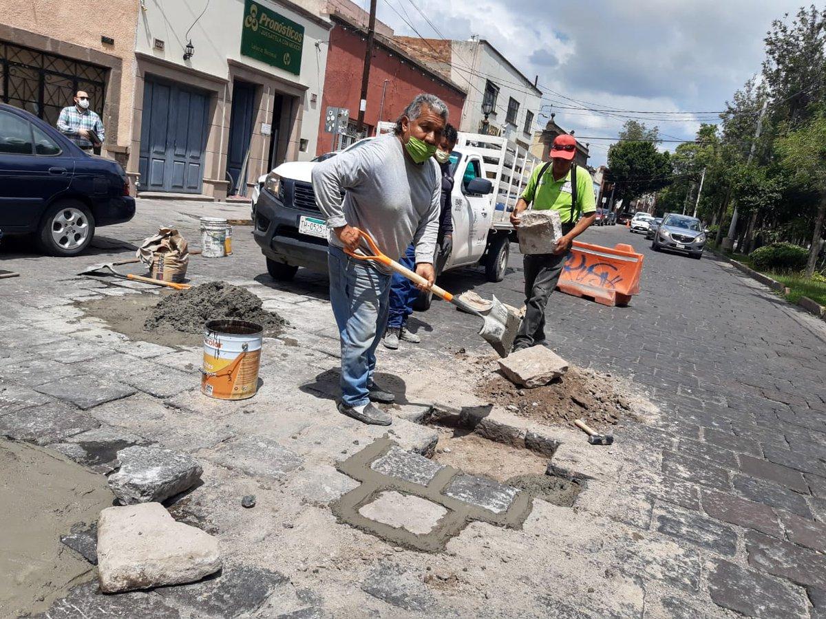 🚧#EstaSemana Imagen Urbana continuó con Bacheo en cantera de la Calz. de Guadalupe. #SLP.  Disculpe las molestias, Gobierno Municipal, ¡trabaja por ti!. #SLP #SanLuisSuenaFuerte https://t.co/Kf1lJLaTHk