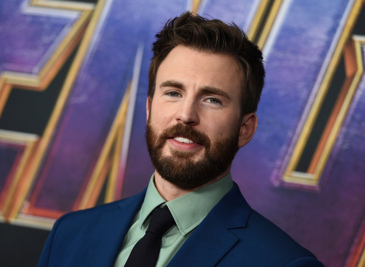 Chris Evans uses accidental nude photo to urge Americans to vote https://t.co/zvj3c1NqNt https://t.co/rRycCxTIhF