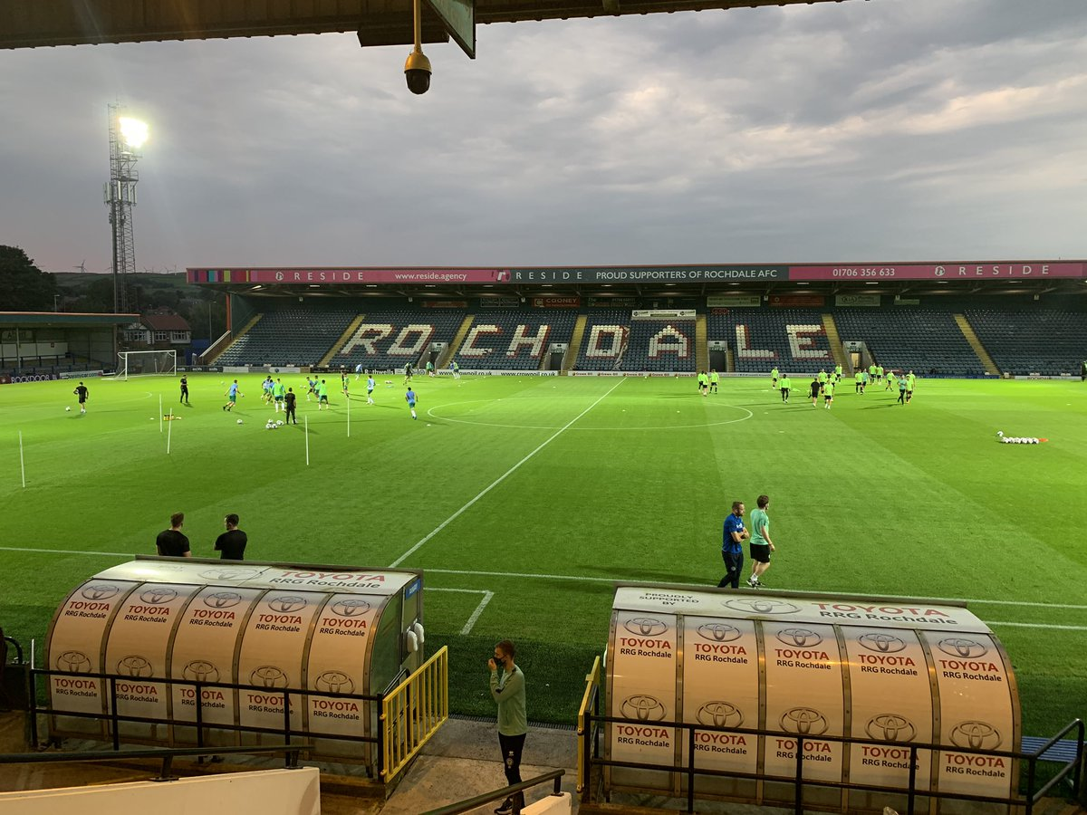Light fading in Greater Manchester ahead of Rochdale against the Owls for the chance to travel to Ipswich or Fulham in the 3rd round of the @Carabao_Cup. Former #swfc boss Brian Laws is alongside me for the commentary on @footballheaven from Spotland. 7.45pm kick off.