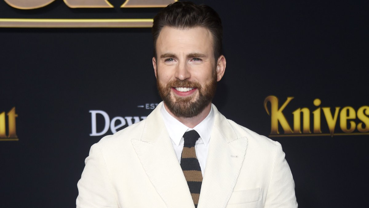 Chris Evans calls accidental NSFW photo leak 'embarrassing,' thanks fans for 'support' https://t.co/U5NS9xjT7Y https://t.co/vQhSSe7gu8
