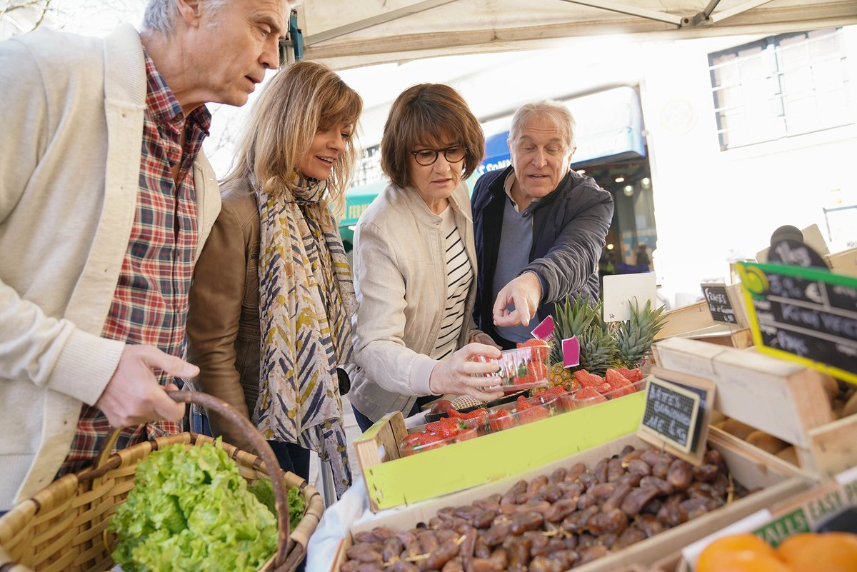 Our resident's enjoy a short walk to the farmer's market every Sunday in Town Hall Park. https://t.co/UMsYhI3Ek5 781-453-0294 https://t.co/nyY7b0heyt #farmersmarket #Needham #Apartment #TownHall #seniors #events https://t.co/c5SER8aWsK