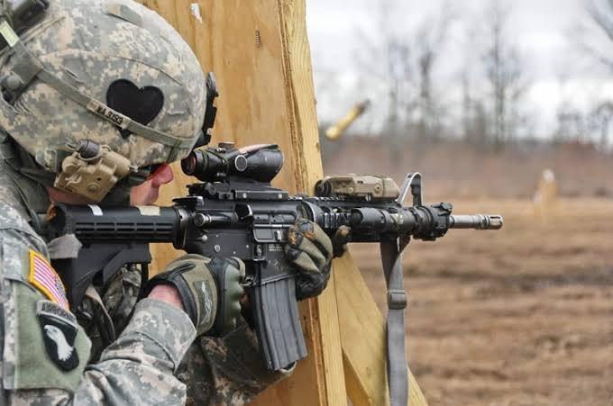 5. コルト M4A1コイツも撃ってみたくて今の職場を以下略。いや正確には撃つ方法が無い訳では無いんだが、その結果ハイレベルな英会話能力を求められる仕事がくっ付いて来るので及び腰になっている。ファイアリングピンリテイニングピンって結構大概な部品だと思うんだけどどうよ?