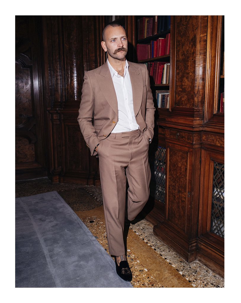 Attending the @TheIconMag Venice Gala last night, @AleBorghi_ is captured by @germanlarkin in a #GucciSS20 two button peak lapel suit with gold buttons with a dress shirt and velvet embroidered loafers. #AlessandroMichele #AlessandroBorghi #VeniceFilmFestival #BiennaleCinema2020 https://t.co/0Bc2g3Xyf3