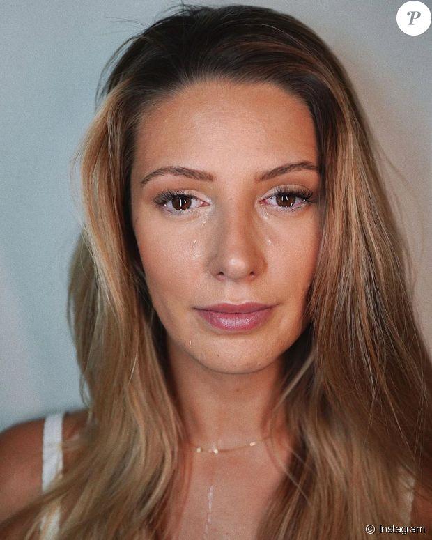 Emma CakeCup victime de chantage : En pleurs, elle publie ses photos nues https://t.co/DRuc6DvA6n https://t.co/h57GGyhKdF