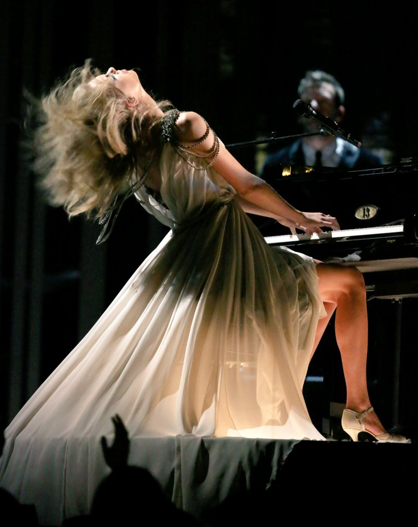Taylor Swift Facts On Twitter Plsss But That Performance Was Beautiful