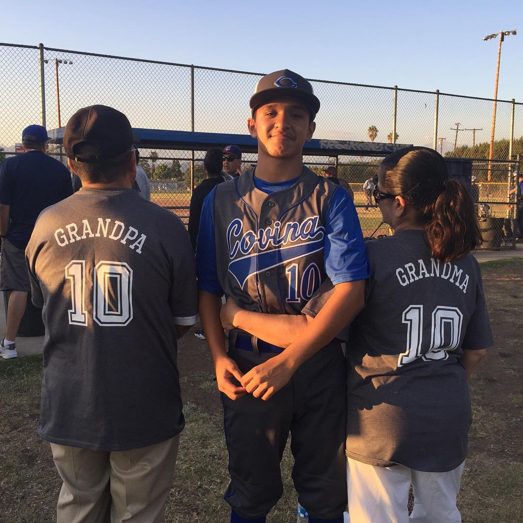 The only people more dedicated to the game than the players are the pop-pops and gram-grams.   Let's hear it for the best fans on #NationalGrandparentsDay  📷: @v33nessa  #DeMarini https://t.co/1vpRsHP6BW