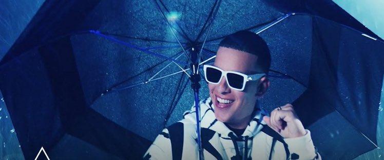 "[VIDEO] Pa' perrear hasta abajo: ""Don Don"", lo nuevo de Daddy Yankee https://t.co/9ESyLfnRMf https://t.co/N1yILFkWyE"
