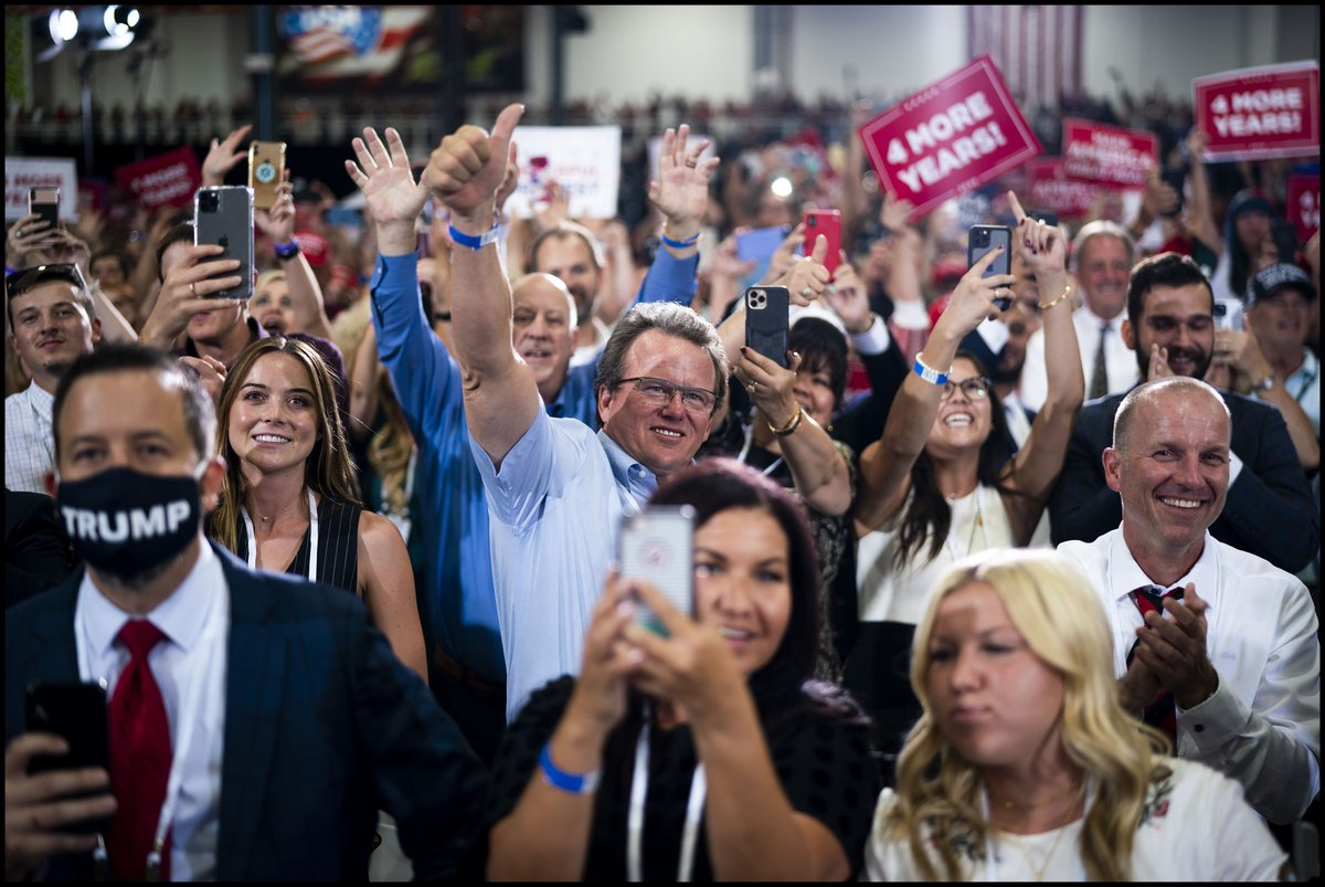 Supporters cheer for @realDonaldTrump during a campaign rally in Henderson, NV. https://t.co/UdNLi15tBe