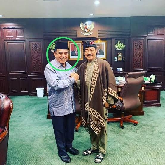 Jujur aku tuh penasaran gmn respon dan stetement Pak Menag terhadap kasus upaya pembunuhan trhdp Syekh Ali Jaber⁉️  .... dan bgmn reaksi Pak Menag manakala si pelaku oleh Pak Polkis (lagi²) dinyatakan gangguan jiwa⁉️  cc @Kemenag_RI  #IndonesiaAbnormal #IslamBukanTeroris https://t.co/0u7NOFk8bM