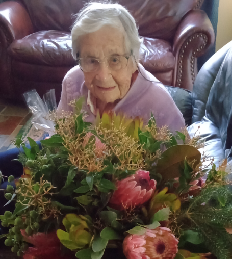 Happy 100th birthday to Joan Johnston (nee Lees). Born in Rose Bay, Sydney, Joan enlisted with the Australian Women's Army Service in 1942 & was stationed in Wollongong & Sydney. Joan credits her long life to a healthy lifestyle. #TYFYS #OurVeterans https://t.co/XivQAnflLY