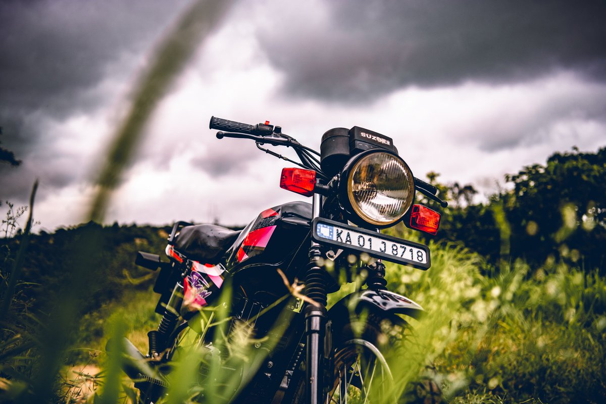The Boss!  📷 @_akhilputhiyedath  #suzuki #shogun #tvs #2stroke #smellof2stroke #2t #theboss #wheeliemachine #bikersofinstagram #instabike #instadaily #PicOfTheDay https://t.co/5XKoKpatUZ