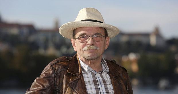 Jaroslav Uhlíř (* 14. září 1945 Praha) je skladatel populární a filmové hudby, herec, zpěvák, komik, klavírista a moderátor. https://t.co/sgBPVR41sJ https://t.co/Q23Sgid2gc
