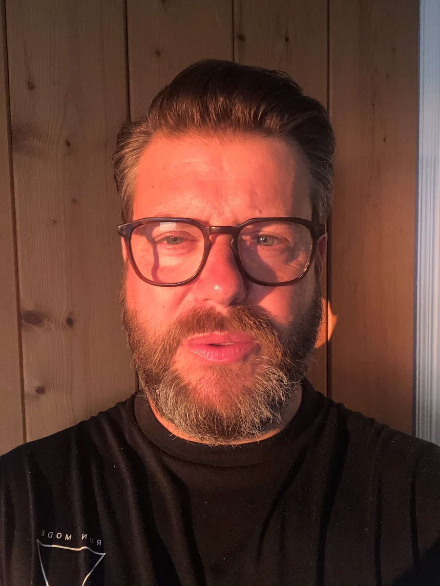 Morning light. To glorious to resist a selfie. https://t.co/w0xhDKXGbn