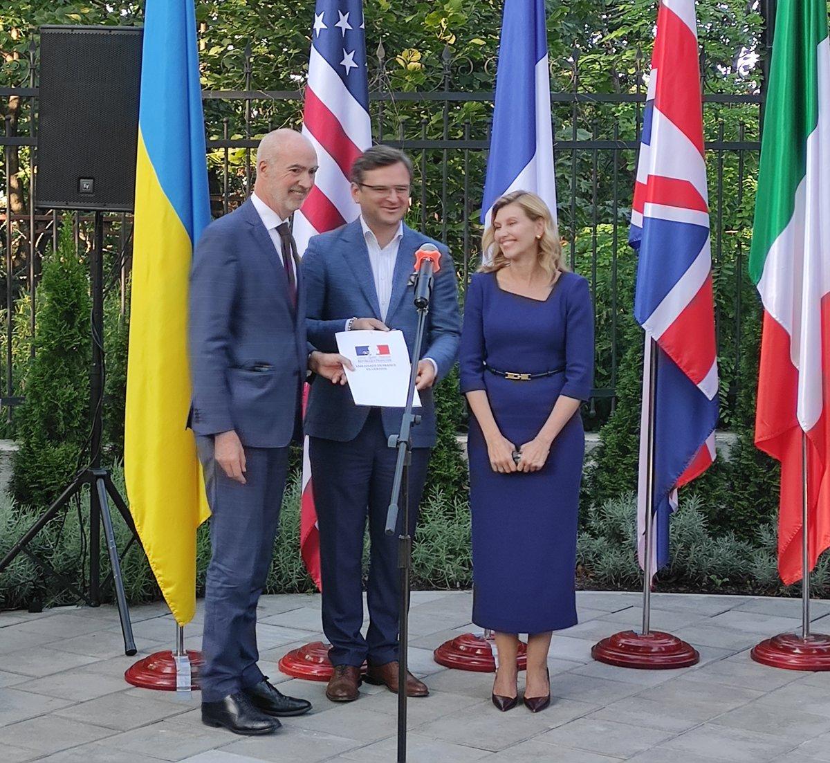 Cérémonie officielle à #Kiev pour officialiser l'adhésion de l'Ukraine 🇺🇦 au Partenariat de Biarritz #G7, coalition mondiale en faveur de l'égalité femmes-hommes. Le Forum #GénérationÉgalité s'inscrit dans la continuité du Partenariat et dressera le bilan des progrès accomplis. https://t.co/CHHe7Y3wy0