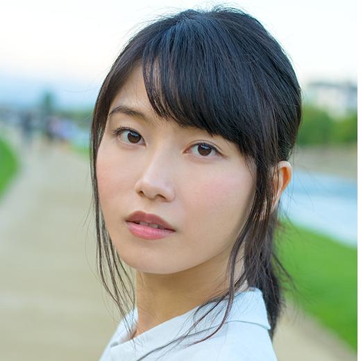 会いたい時に会えていた家族や友達、メンバー、ファンの方々。大切な人達に会えず、家の中で自分と向き合っていると足りないものが見えてきました。この期間にオンラインで新しいことを学び始めました。少しでも自分の蓄えを増やし新しい表現ができるようにしたいです。AKB48 横山由依 #みらコン https://t.co/az33ebAJBF