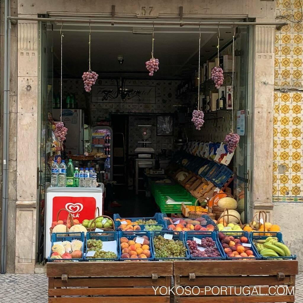 test ツイッターメディア - ディスプレイがいつもカワイイ、リスボンの果物屋さん。 #ポルトガル #リスボン https://t.co/UNHPIymBgq