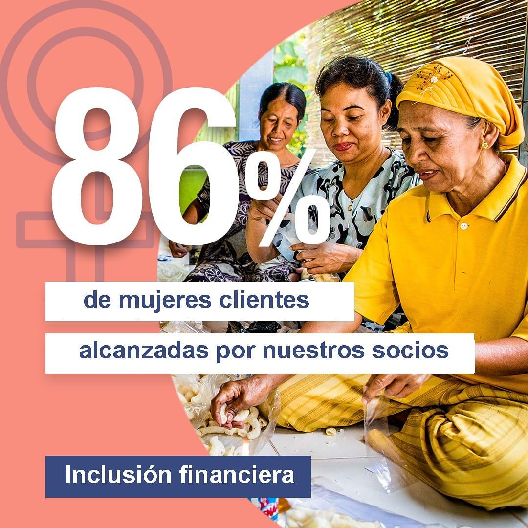 El 86% dels clients de les organitzacions sòcies d'@OikocreditCat són dones: l'#apoderament financer els permet més independència i millorar la vida de la seva família i de la comunitat. #FinancesÈtiques  👉Més dades a l'informe anual d'impacte social:  https://t.co/IvLhSAjC89 https://t.co/QAEPKt6cmV