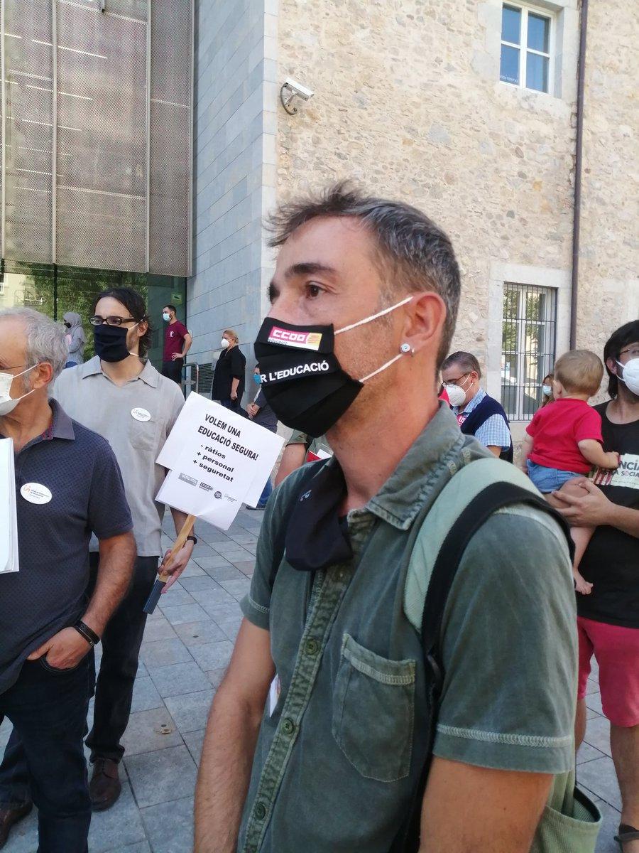 Concentració unitària dels sindicats de l'educació pública exigint un inici de curs en condicions de seguretat davant dels Serveis Territorials de Girona Missatge del secretari general de CCOO Educació: https://t.co/Mw4vMhjDEa @CCOOeducacio @CCOOpublica @educaciocat @educacio_gi https://t.co/fKumVUz94a