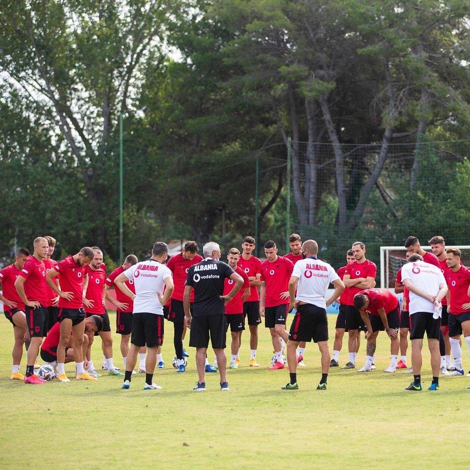 """🇦🇱 miqësore me 🇬🇮 më 11 nëntor  Kombëtarja shqiptare e futbollit do të zhvillojë një miqësore me #Gjibraltarin më 11 nëntor 2020. Sipas marrëveshjes së arritur mes dy federatave, ndeshja do të zhvillohet në stadiumin """"Elbasan Arena"""" dhe do të startojë në ora 19:00. #FSHF https://t.co/1C8WgqcICT"""