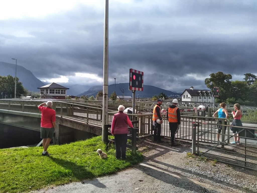 People waiting for the swing bridge to close at Neptune's Staircase - Fort William, Scotland #highlands #scotland #fortwilliam #streetphotography #candid #discoverscotland #hiddenscotland #scotlandexplore #scotlandphotography #instascotland #scottishhigh… https://t.co/1mROcBUXOl https://t.co/yC1D9oHJ8z