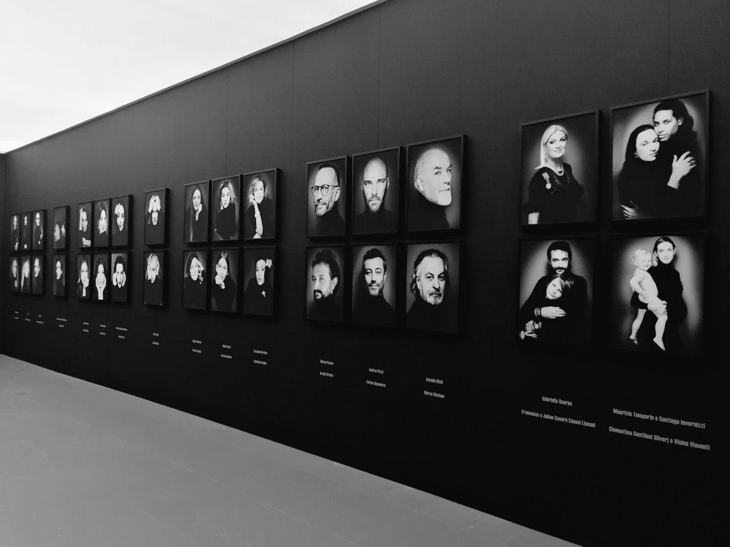 Tra poco scopriamo in anteprima #thepeopleIlike #GiovanniGastel: un'inedita, avvolgente galleria con oltre 200 ritratti. Un labirinto di volti, pose, sogni di personaggi del mondo della cultura, del design, dell'arte, della moda, della musica, dello spettacolo, della politica. https://t.co/PbotYYVhaQ
