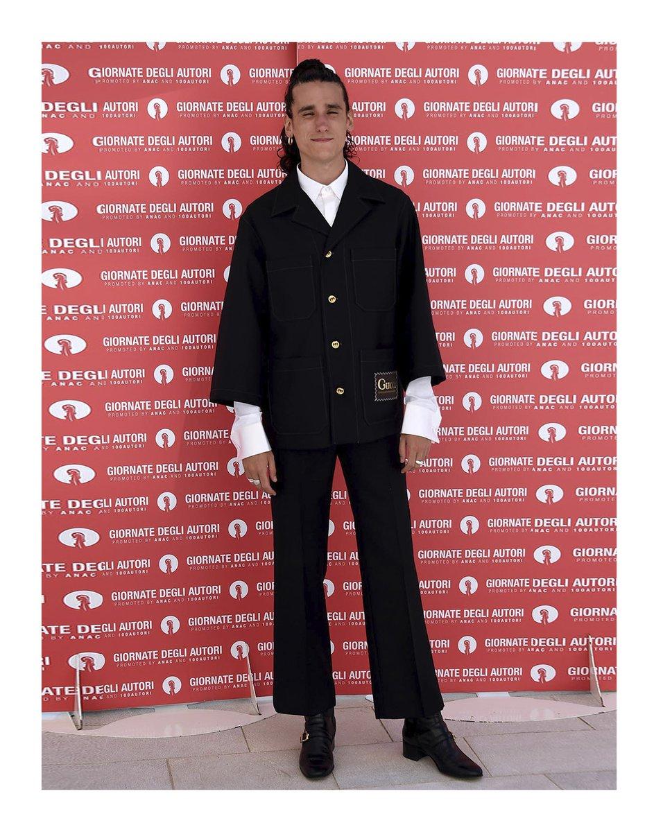 Actor #AndreaCarpenzano in #GucciPreFall20 to the 'Guida romantica a posti perduti'—'Romantic guide to lost places'—photocall at the 'Giornate degli Autori'—meaning 'Authors Day'—during the 77th Venice Film Festival. #VeniceFilmFestival @la_Biennale #BiennaleCinema2020 #Venezia77 https://t.co/Tc68hLJX6J