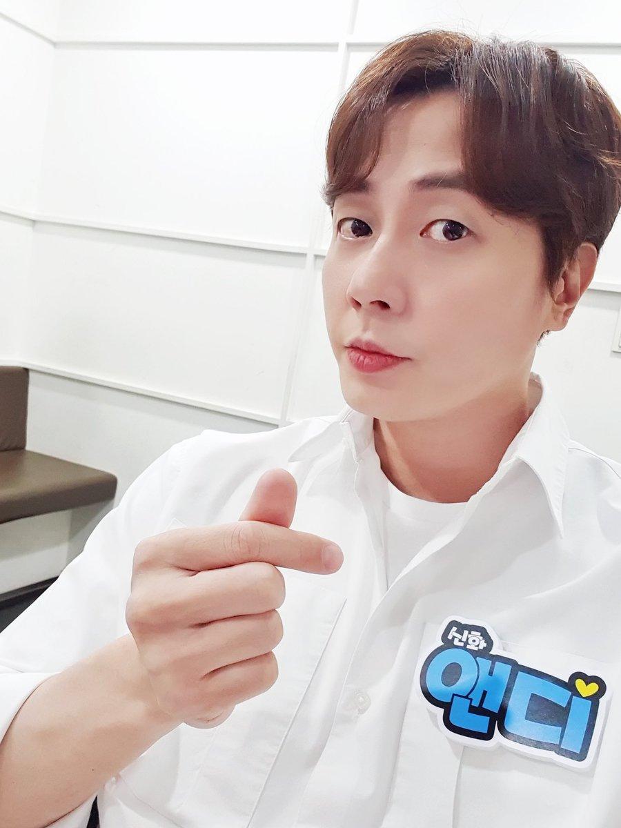 잠시 후 8시 30분#KBS2에서 방송되는 <퀴즈 위의 아이돌>에#앤디가 출연합니다. (feat.월요일은 #퀴즈돌 앤디와 함께😘⁉️)  #앤디 #ANDY #신화 #SHINHWA #퀴즈_위의_아이돌 https://t.co/1BZkgFBwwC