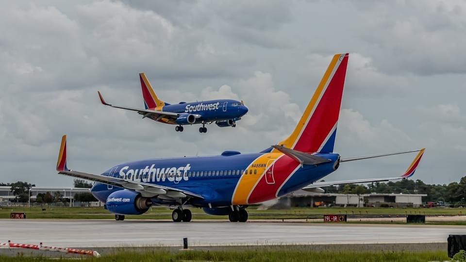 TWINNING!   In case you missed it, last week, @SouthwestAir resumed service to Las Vegas.   📸 Brian Singleton https://t.co/Axv2cGsVWT