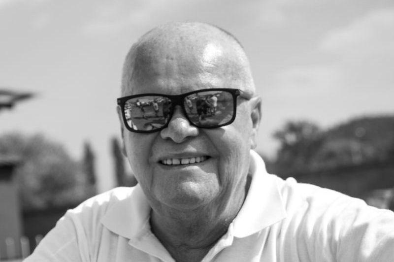 Zemřel Břetislav Enge - https://t.co/FHsAiuN5kh https://t.co/4jkBBqAJQR