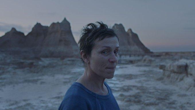 (Récap' Hebdo) Le film #Nomadland de Chloe Zhao a remporté le week-end dernier le Lion d'Or à la #Mostra de Venise. De bonne augure pour la prochaine saison des récompenses. Le film @searchlightpics sortira en France le 30 décembre. https://t.co/hLqJzxe1Nt #BiennaleCinema2020 https://t.co/KQNS1hyGes