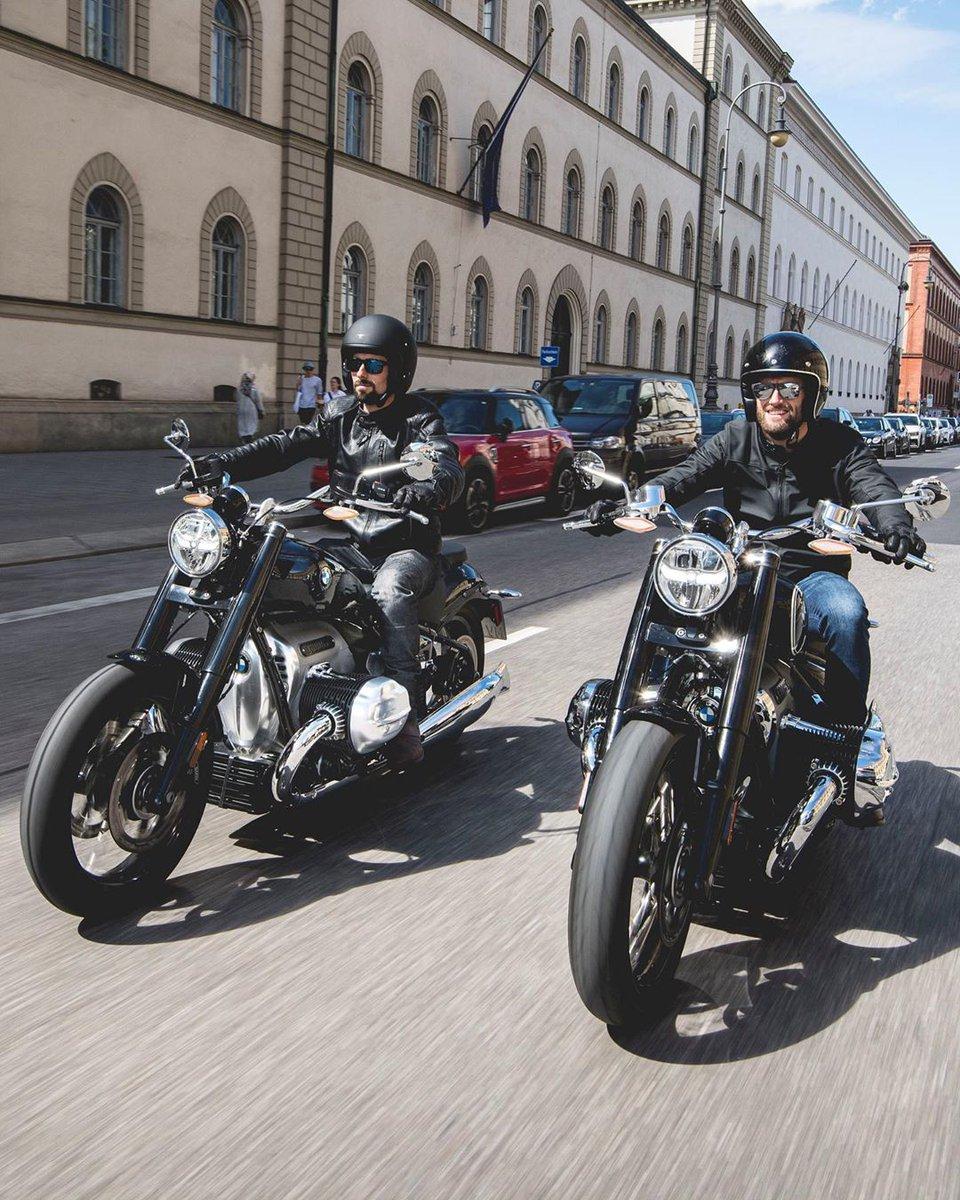 BMW Motorrad WorldSBK Takımı sürücüleri Eugene Laverty ve Tom Sykes; BMW Group Classic'i ziyaret ederek BMW'nin tarihini keşfediyor ve R 18 ile tanışma şansını yakalıyor. Bu keşfe siz de ortak olun: https://t.co/hC7bDoysEd #MakeLifeARide #BMWMotorradTürkiye #BMWMotorrad https://t.co/YQ7slMW1vB