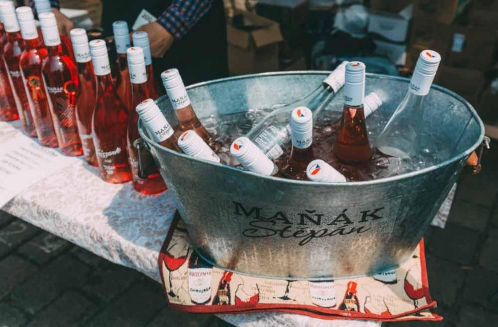 Devátý ročník oblíbeného vinařského festivalu Růžový máj proběhne v září v Holešovicích https://t.co/zo1a4LZ1lU https://t.co/xe28DxNAeg