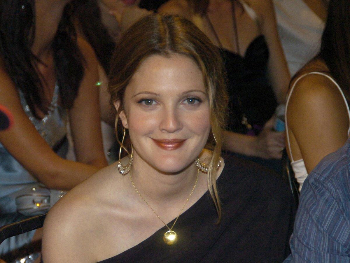 @DrewBarrymoreTV @DrewBarrymore My FAVORITE @DrewBarrymore moment was when she won a Golden Popcorn at the 2004 #MTVAwards 🏆🍿   #DrewsAlwaysBeenHere https://t.co/2b2KjGm4i7