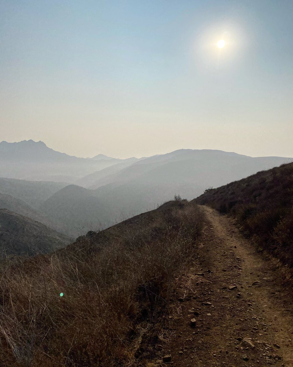 Morning hikes with the hazy sun 🥾☀️🔥 https://t.co/oYe1bU0wi4
