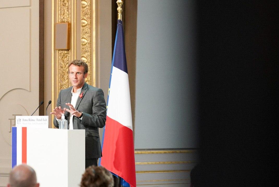 .@EmmanuelMacron l'a affirmé ce soir aux entreprises du #numérique : elles ont un rôle déterminant à jouer durant la crise sanitaire du Covid-19. Elles doivent participer à bâtir une société plus inclusive. #FranceRelance #mixite #egalite https://t.co/2PWUsUK6Df