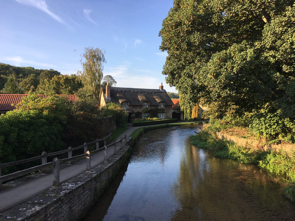 Beautiful evening stroll around the lanes and cottages of Thornton-le-Dale, North Yorkshire. Now easier to enjoy by @yorkbus #Coastliner with regular buses from Malton and connections for York and Leeds @VisitTld @VisitRyedale @Welcome2Yorks https://t.co/ah1aSrwC1Y