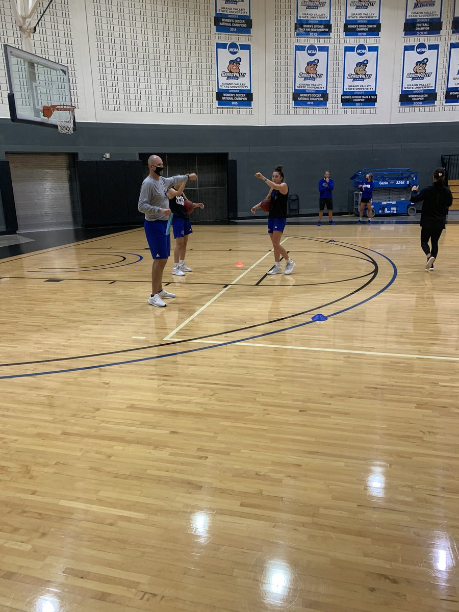 It feels so good to get back on the court! First day of training is in the books. Socially distant and masks on, but it still feels great to play the game we love! #AnchorUp https://t.co/V9Ub0EAdZU