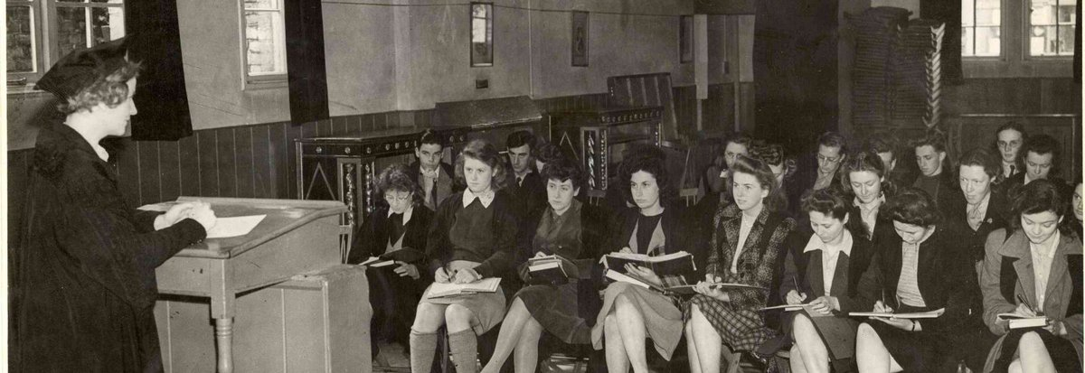 2020 sees the centenary of women's right to matriculate and to graduate: to become, in other words, full members of the @UniofOxford!  In this fascinating article, Jane Garnett & @william_whyte examine the #history of #women at @UniofOxford  https://t.co/wS1RHd6sj3 https://t.co/vWs0Mhix1f