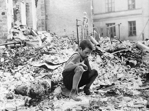 On this date in 1939, more than 1,200 German planes bomb Warsaw. To this day, September 25 is remembered in Poland as Black Monday.