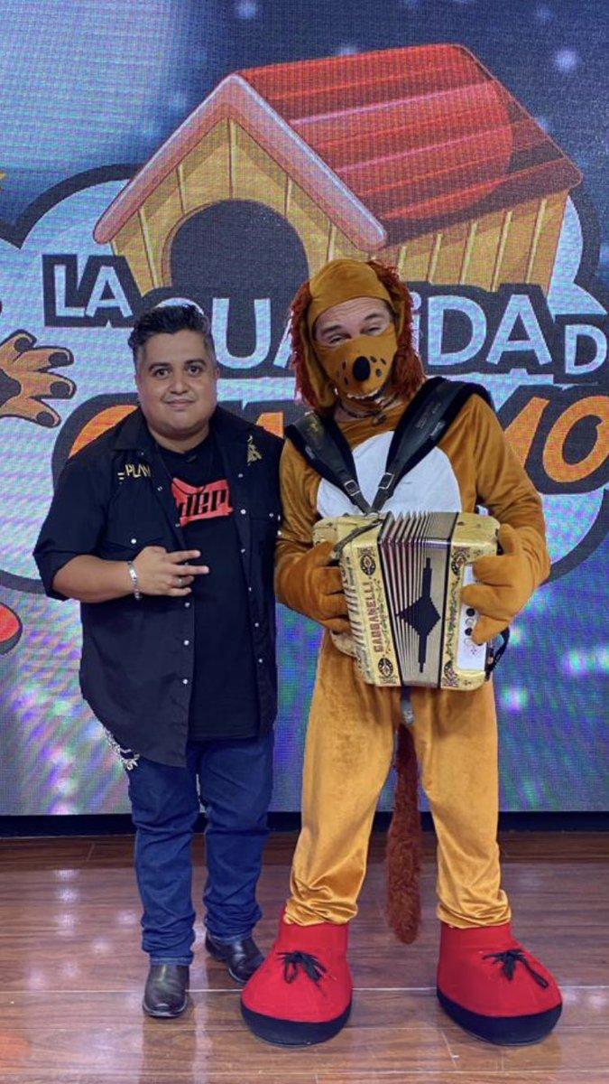 Guarumo ya se cree parte de @ElPlan nomás porque le bajo el acordeón a Jaír Alcalá, pero ni sabe tocar ni canta bien ¡Changos! No te lo pierdas este miércoles en La Guarida del Guarumo por Televisa Mty. @TelevisaMty @genteregiatv @QueremosMasTV @casaoscarburgos @GuarumoLaMejor https://t.co/eIRlhgIdHu