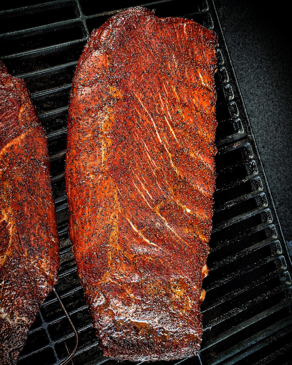 Sometimes simplicity is best. What are your favorite spices for a rib rub?  📷 by @wolfgangshmuck: Nothing but salt, pepper, a dash of paprika, and clean smoke. I can look at ribs for days 👀   #chargriller #teamchargriller #smoke #simple #pork #porkribs #spareribs https://t.co/TpuIP325ub