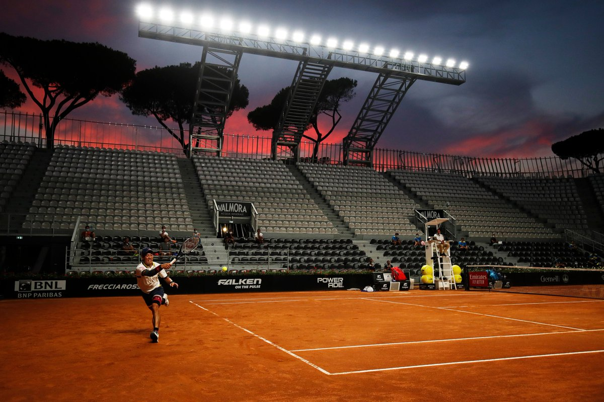 New York 🎾 ✈️ 🌇 Rome  Sliding into the clay-court season like... 🤩 #IBI20 https://t.co/2LiEtev5N8