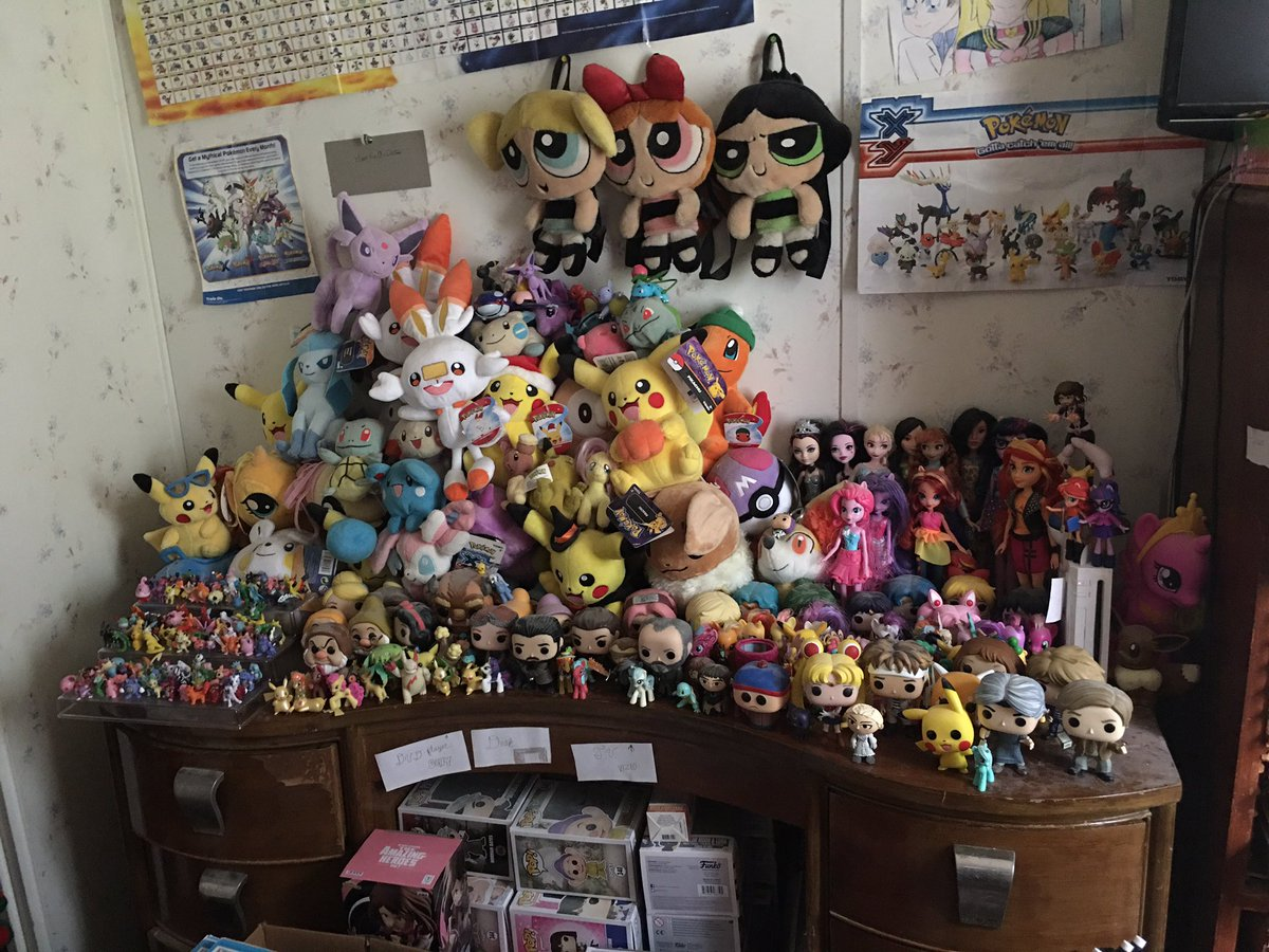 Here's another pic of my collection of dolls, plushies, and figures/figurines, so far. 😁❤️🧡💛💚💙💜 #SailorMoon #Pokemon #ThePowerpuffGirls #Psycho #TommyBoy #MyLittlePony #Disney #DuranDuran #GameofThrones #Funko etc. 😊❤️🧡💛💚💙💜 https://t.co/8WDsm9gWK2