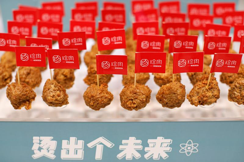 Chinese firms bet on plant-based meat as coronavirus fuels healthy eating trend https://t.co/vORuve5caR https://t.co/8f4EHUXBec