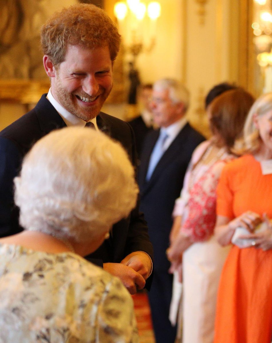 🎂 🎈 Wishing The Duke of Sussex a very happy birthday! . 📸 The Queen and The Duke during a Queen's Young Leaders reception at Buckingham Palace in 2017.