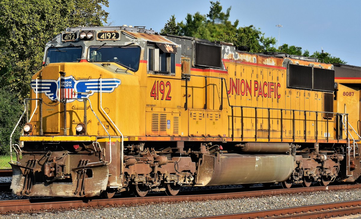 Here's a closer shot of @UnionPacific 4192.  A seasoned EMD-SD70M as it leads a manifest through Tower 26 in Houston, Tx. #Train #Trains #Railfanning #Railroad #RXR #Trainphotos #Railphotos #Railphoto #Trainphoto #Houston https://t.co/oM6CWW6RRF