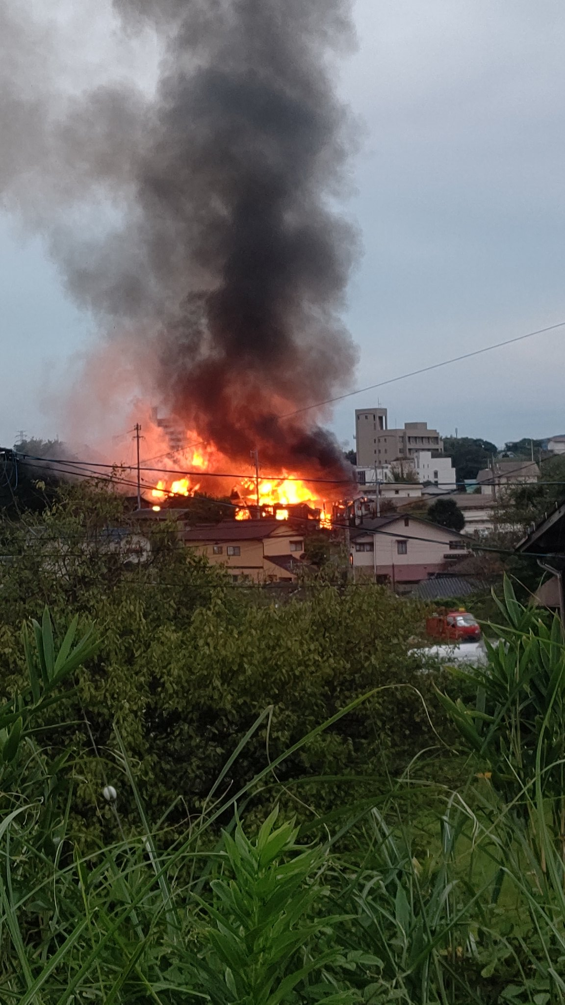 画像,家の近所が火事になってる… https://t.co/sMEjSRdXy2。