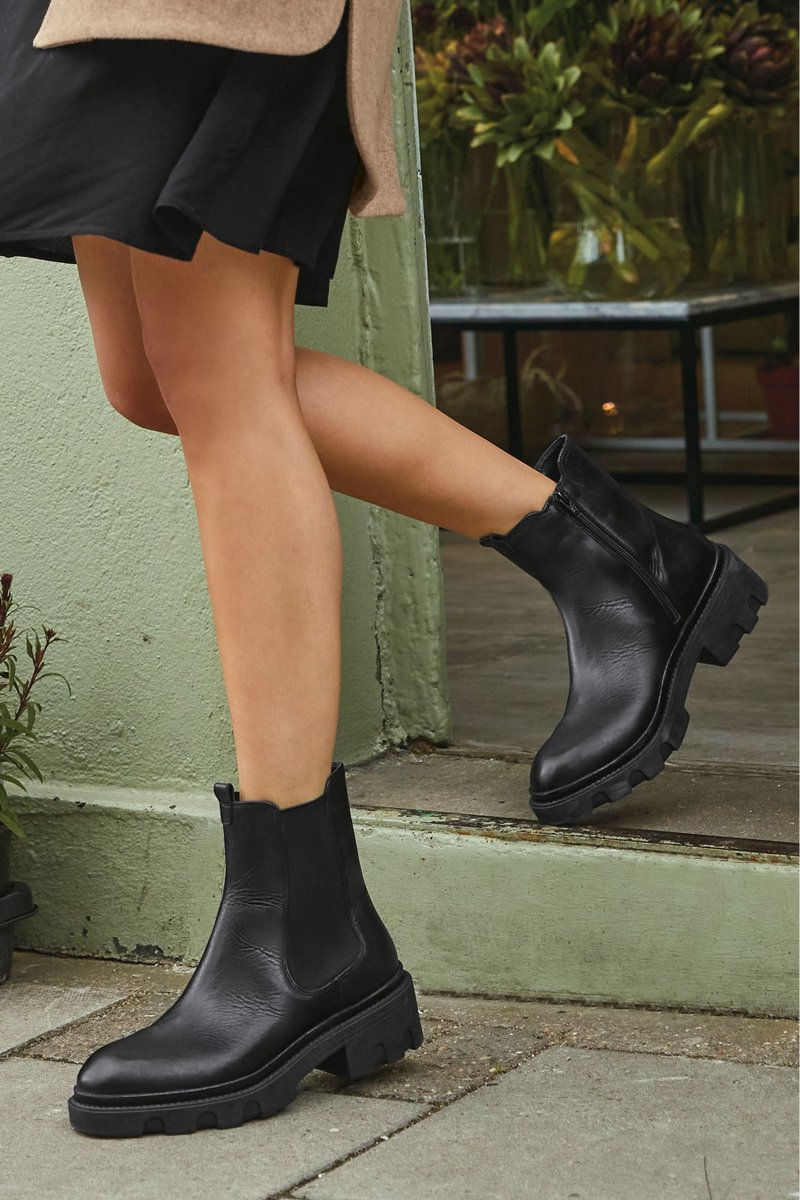 Wish list at the ready 🤩These chunky boots are a wardrobe staple that you'll return to season after season  https://t.co/I1NMLoS77R https://t.co/ZHxlgTJlmV