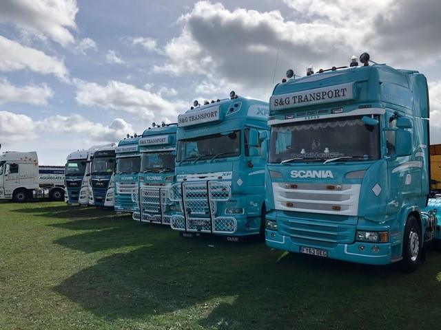What a great turnout at Devon Truck Show Last weekend at Smeatharpe Stadium, once again we were happy to have been sponsors of such a great show #DevonTruckShow2020 #Haulage #Logistics #FinanceBroker #BigTrucks #Graphics https://t.co/LgPX97bIwj